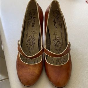 Kenzie brown vintage Mary Jane style shoes